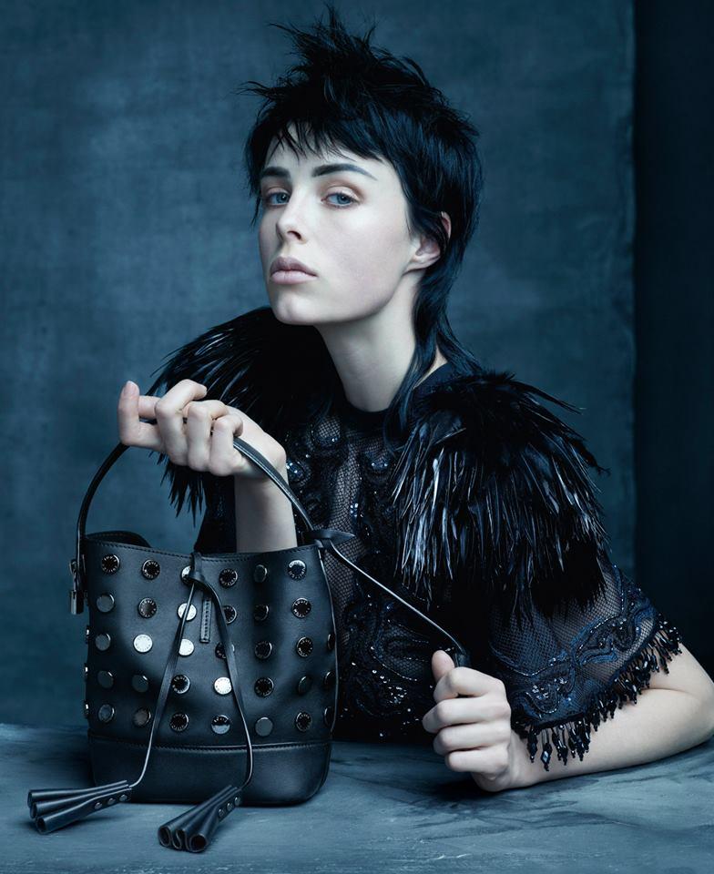 Edie Campbell retratada por Steven Meisel para Louis Vuitton.