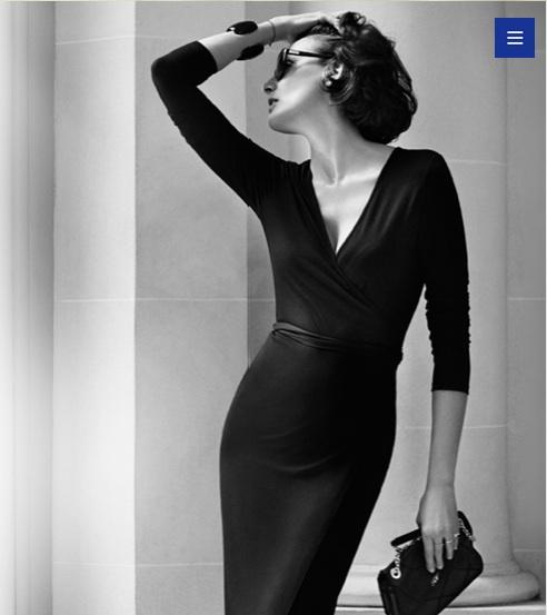 Inès de la Fressange impresionante con uno de sus vestidos para Uniqlo.