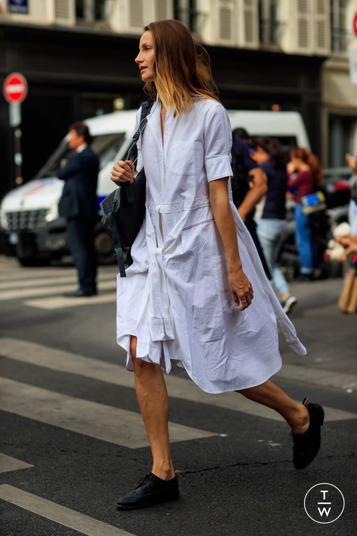 moda lifestyle verano ciudad vestido camisero street style